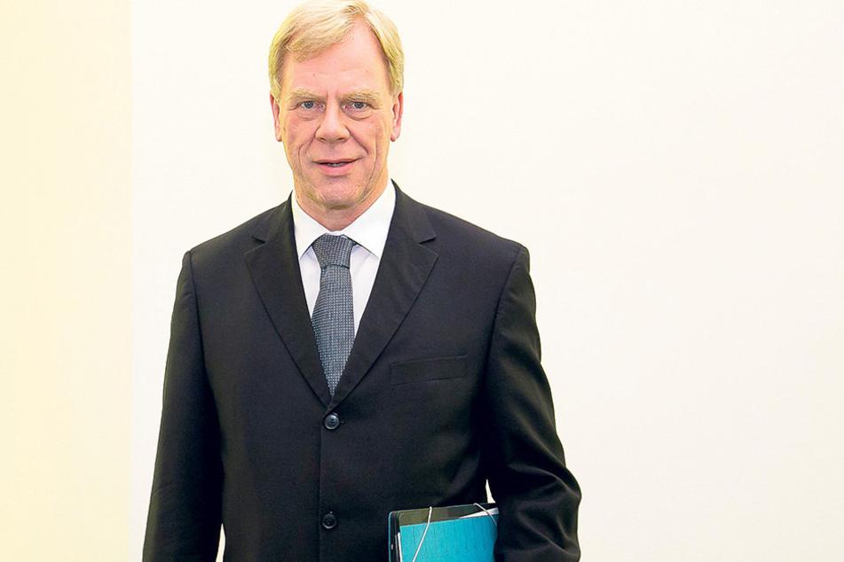 Auch er freut sich über reichlich Erbmasse: Finanzminister Georg Unland (62,  CDU).