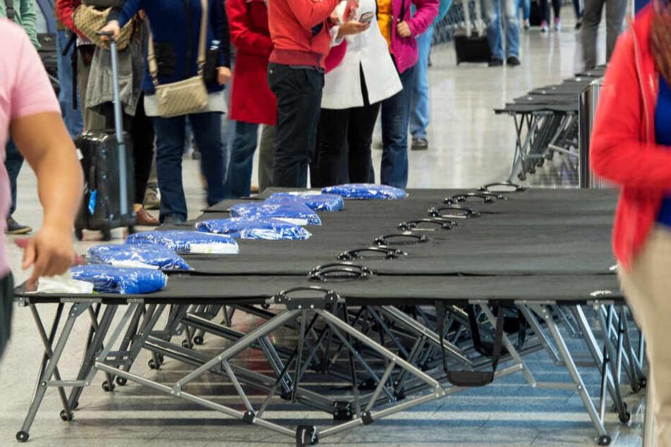 Schon bei früheren Streiks waren am Flughafen Frankfurt Feldbetten für die Passagiere aufgestellt worden.