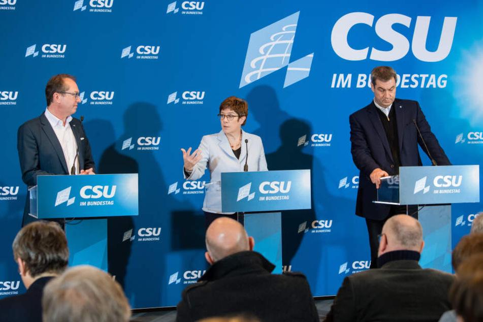 Annegret Kramp-Karrenbauer, Bundesministerin der Verteidigung (M) mit Alexander Dobrindt, CSU-Landesgruppenchef (l) und Markus Söder (CSU), CSU-Parteivorsitzender in Seeon.