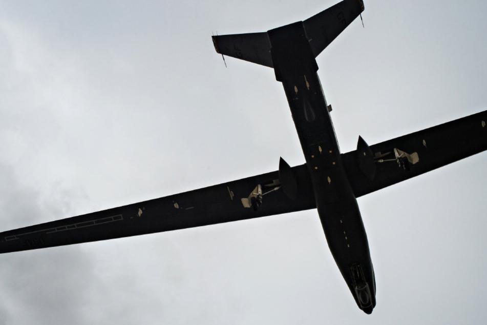 Sonntagabend gegen 19 Uhr kam es zu der brenzligen Situation: Eine Drohne kreuzte über dem Flughafen Reina Sofia.