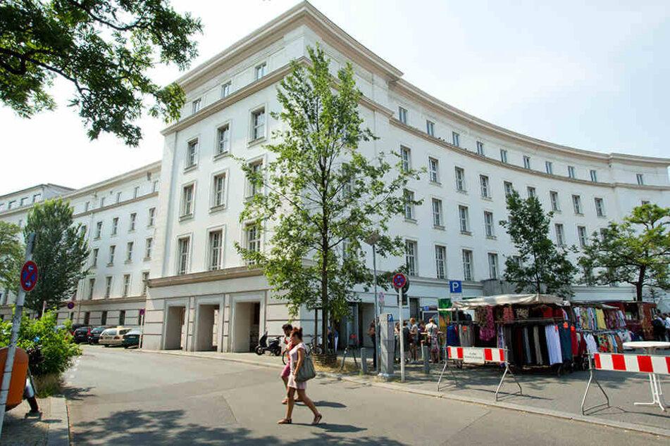 Das Rathaus Wilmersdorf diente lange als Notunterkunft für Flüchtlinge.