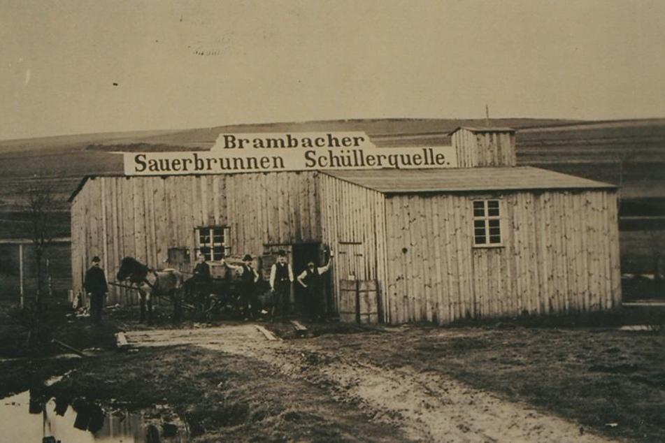 """Die Brambacher Eisenquelle wurde um 1900 """"Schüllerquelle"""" oder """"Sauerbrunnen""""  genannt."""