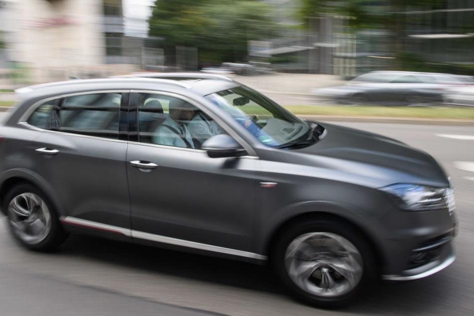 Schwere SUV mit erhöhter Sitzposition werden in Deutschland immer beliebter, obwohl sie mehr Sprit benötigen.