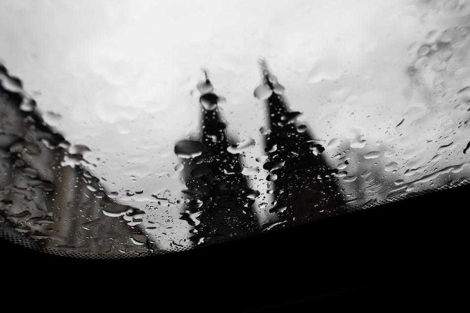 Der Kölner Dom im Regen. (Symbolbild)