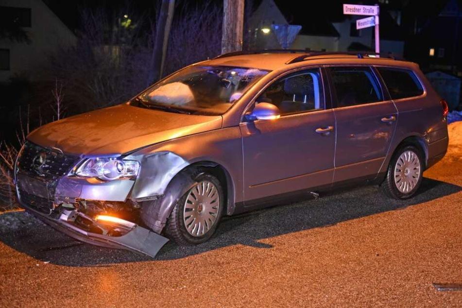 Der VW wurde an der Frontseite beschädigt.