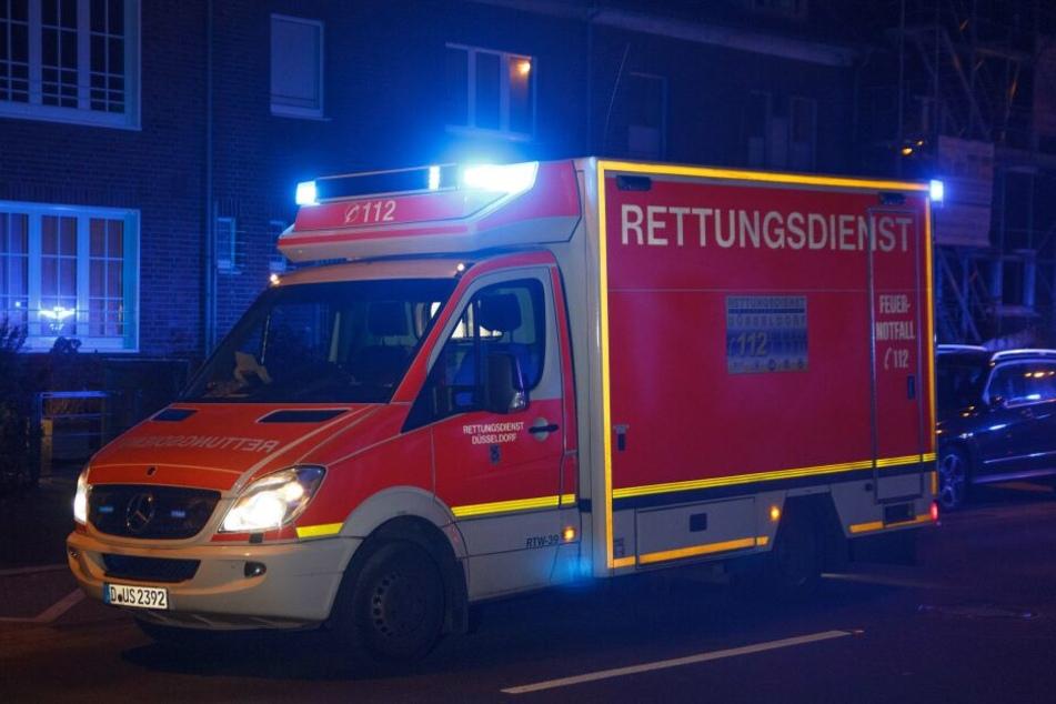 Die schwer verletzte Frau wurde in ein Krankenhaus gebracht.