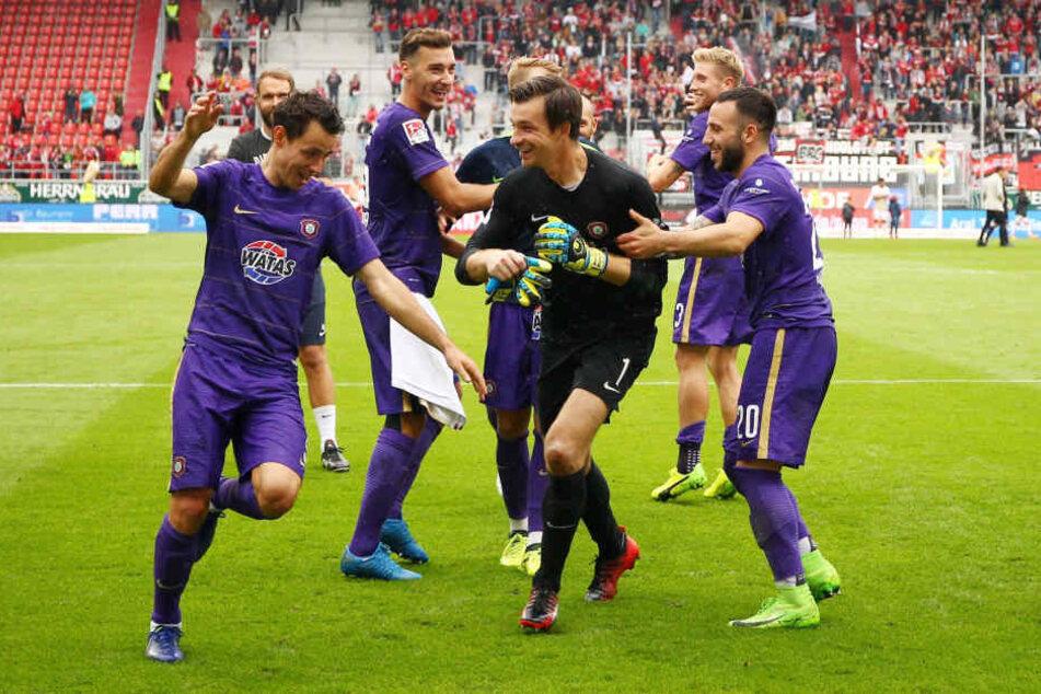 Im September feierten die Aue-Spieler den Sieg in Ingolstadt. Können sie sich am Sonntag erstmals über einen Heimsieg über die Oberbayern freuen?