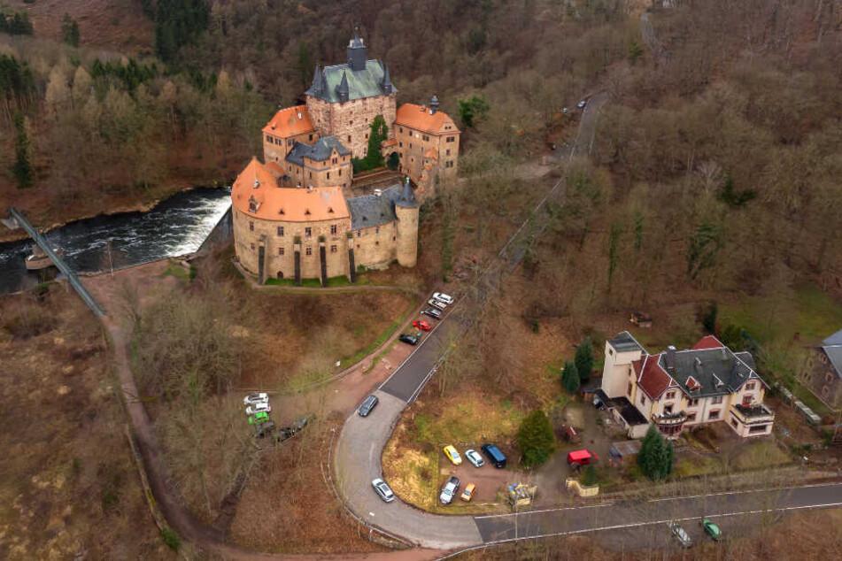 So recht geht es nicht voran mit dem Ausbau der Straße zur Burg Kriebstein. Das alte Gemäuer wird ihn aber (hoffentlich) noch erleben.