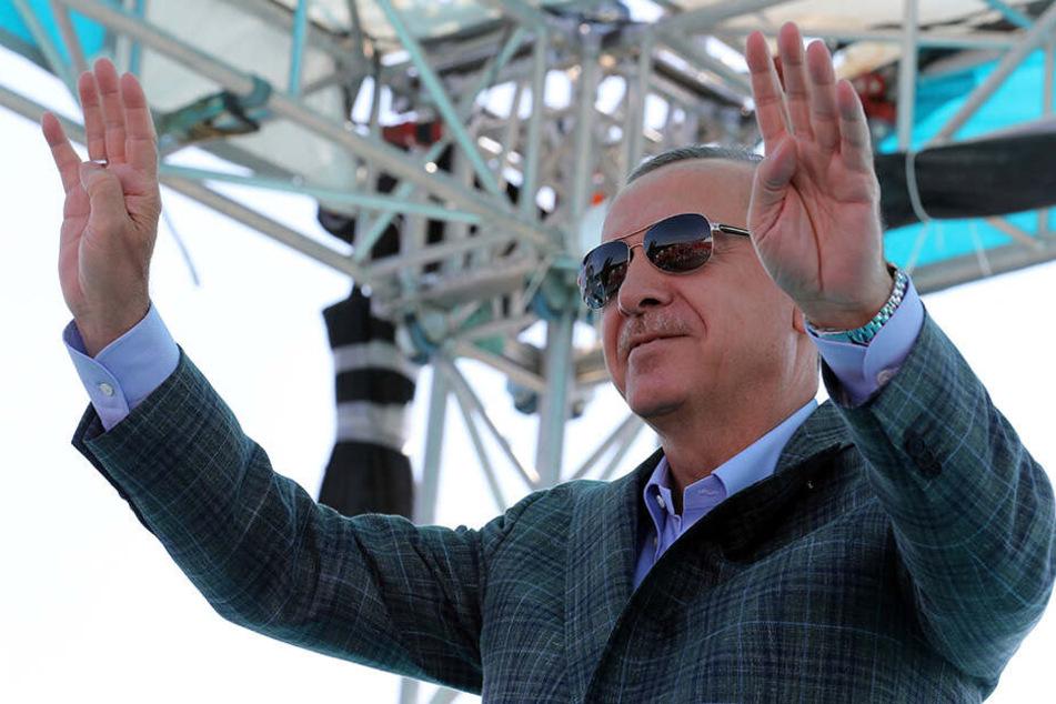 Recep Tyyip Erdogan hat erneut eine Offensive im von Kurden beherrschten Gebiet in Nordsyrien angekündigt.