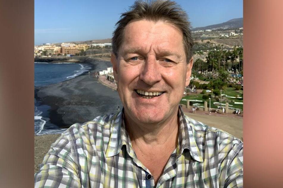 Lars Winkler aus Wittmund fotografiert sich am Strand, bevor sein Hotel isoliert wird.
