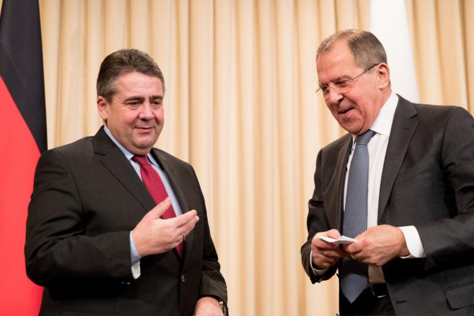 Hier hatten Sigmar Gabriel )li.) und Russlands Außenminister Sergej Lawrow (re.) noch gemeinsam Lachen, doch in Thema Syrien-Angriff