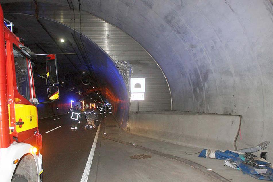 Die Tunnelfeuerwehr sicherte die Unfallstelle.