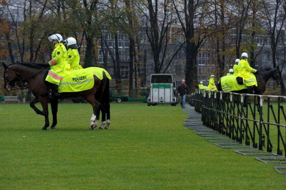 Am Samstag werden berittene Polizisten zum Einsatz kommen und die Sektoren werden im Bereich Nordost strikt getrennt (Archivbild).