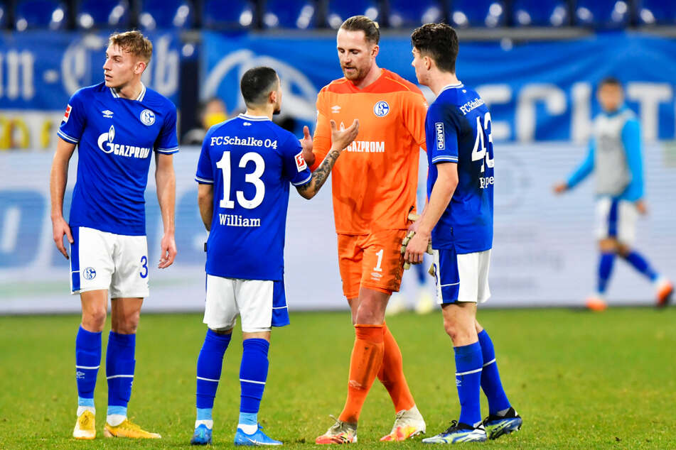 Der FC Schalke 04 verlor das Revierderby gegen Borussia Dortmund mit 0:4 und steht dicht vor dem ersten Bundesliga-Abstieg seit 1988.
