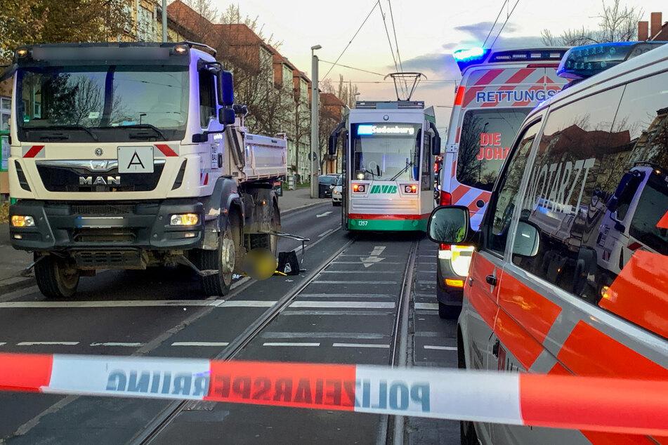 Tragischer Unfall: Lkw überrollt Rentner (69) mit Gehhilfe