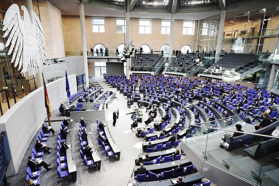 Blick in den Deutschen Bundestag. Die Sitzverteilung richtet sich nach den abgegebenen Stimmen bei der Bundestagswahl.