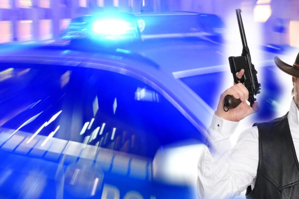 Verkleideter Cowboy mit echter Waffe? Polizei nimmt Mann fest