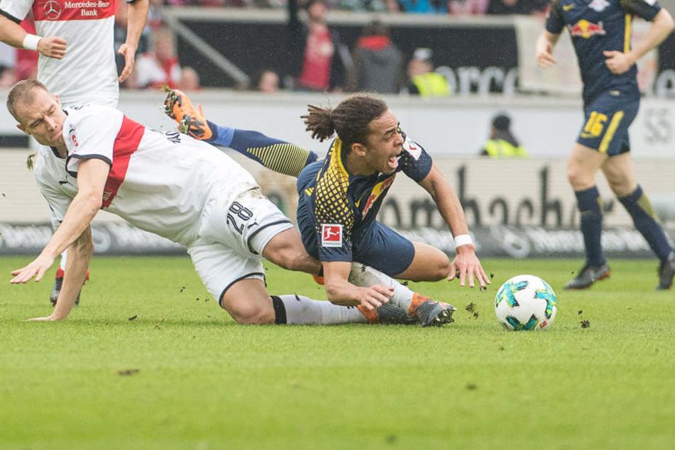 Viel Zweikampf, wenig Chancen zu einem geordneten Spielaufbau: Stuttgarts Holger Badstuber (l.) grätscht hier Yussuf Poulsen um.