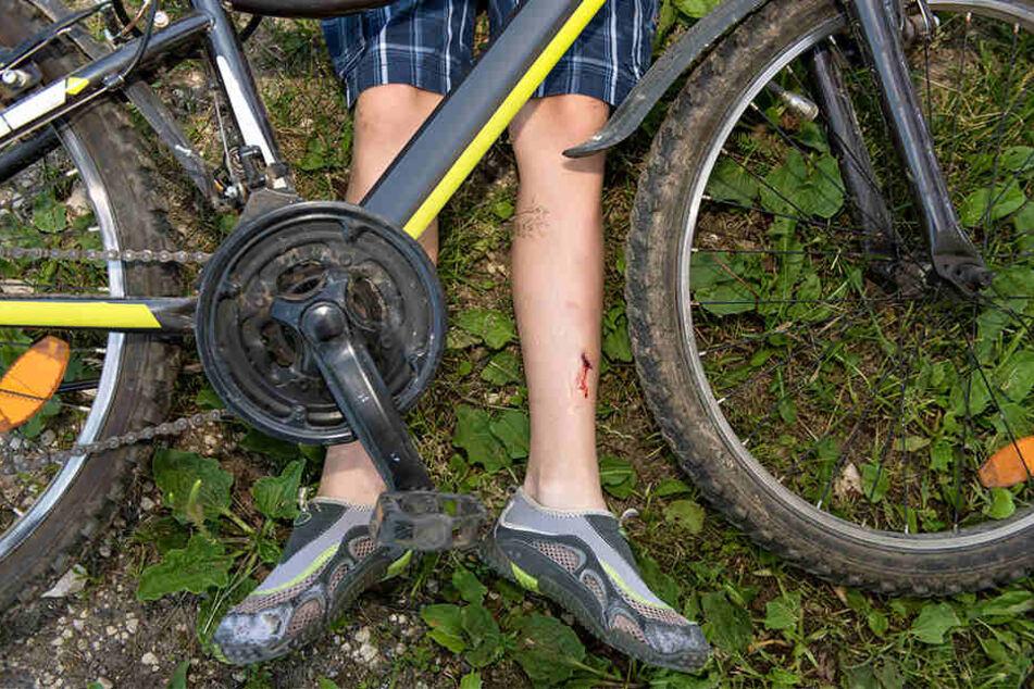 Tragisch! Lkw-Fahrer übersieht Kind auf Fahrrad und verletzt es tödlich