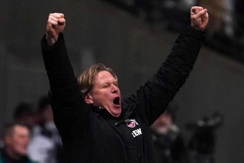 Der Kölner Trainer Markus Gisdol jubelt nach dem 2:4.