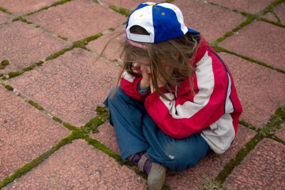 Der kleine Luca wurde von dem Freund seiner Mutter zu Tode misshandelt. Die Frau hatte die Tat zugelassen. Jetzt stehen beide vor Gericht. (Symbolbild)