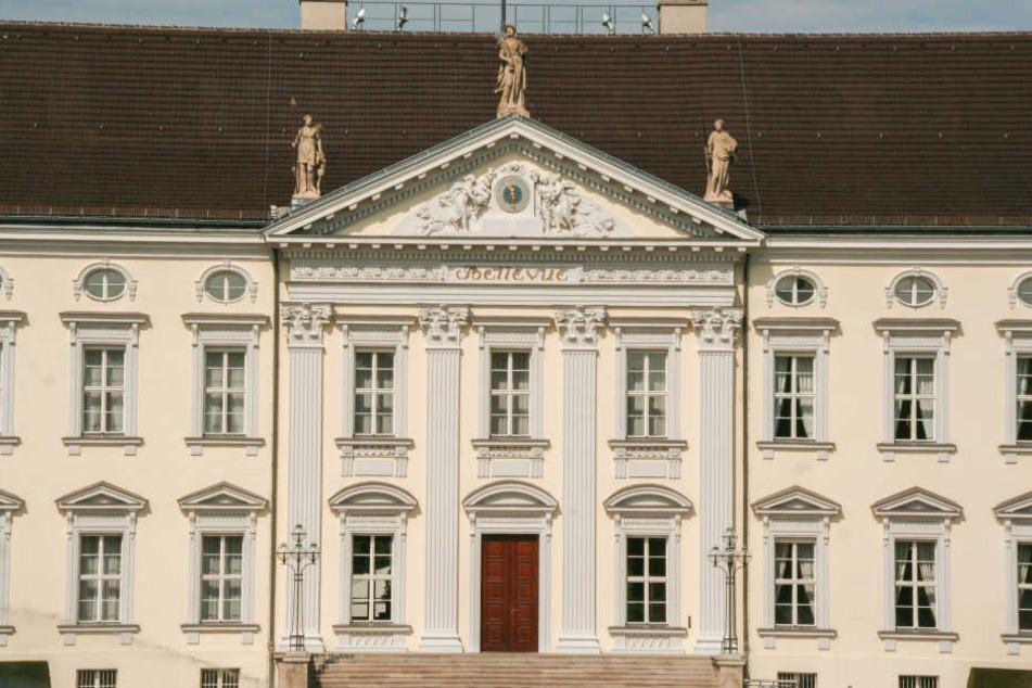 Im Schloss Bellevue erklärte der Bundespräsident, warum Demokratie politischen Streit und Kompromisse braucht.