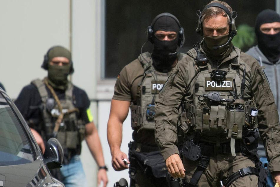 Nach seiner Ankunft in Deutschland wurde der 18-Jährige in Untersuchungshaft genommen (Symbolbild).