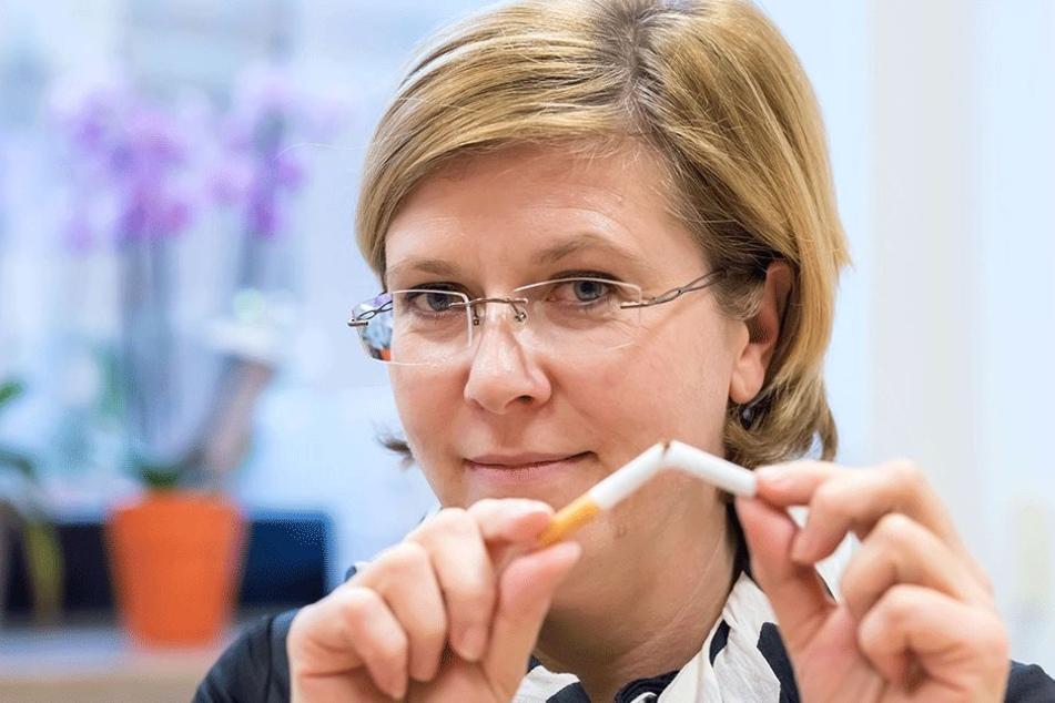 Alle Süchte am besten in den Müll: Katrin Ehnert (42) sagt Drogen aller Art den Kampf an.