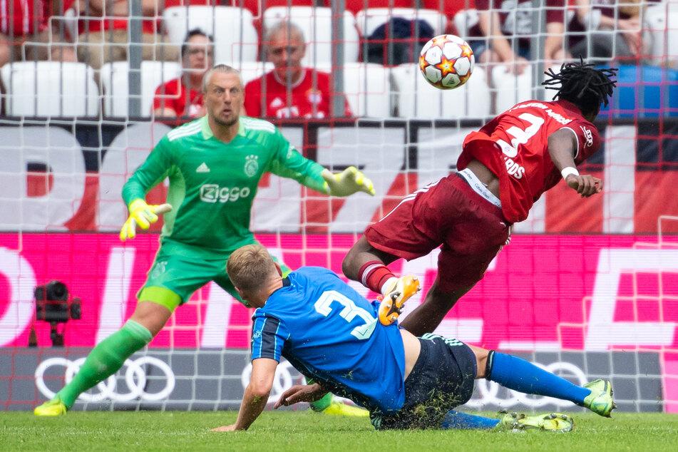 Der FC Bayern München hat sich im Testspiel gegen Ajax Amsterdam ein 2:2-Remis erspielt. Beim Rekordmeister gab es Licht, aber auch viel Schatten.