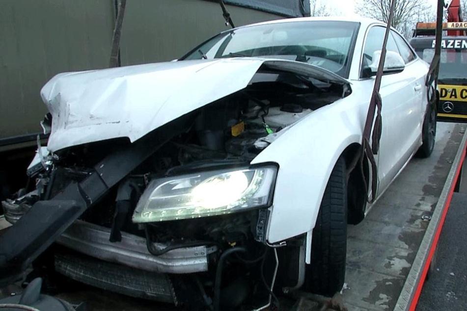 Dieser geklaute Audi ist ein Fall für den Schrottplatz.