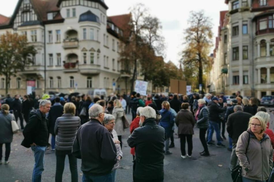 Am 29. Oktober hatten Dutzende gegen das für 30. Oktober geplante Inkrafttreten des Bewohnerparkens auf dem Liviaplatz protestiert.