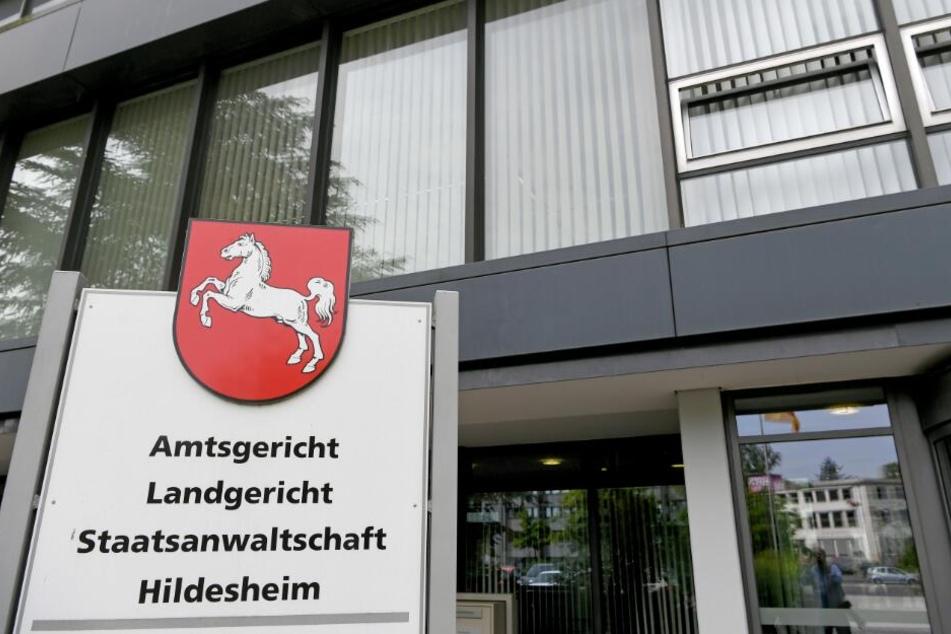 Vor dem Gericht in Hildesheim muss sich der ehemalige SS-Mann verantworten.