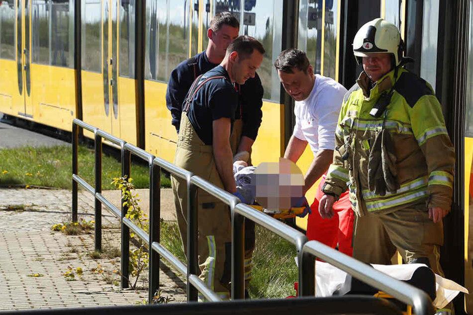 Die Frau (80) erlitt bei dem Sturz schwere Kopfverletzungen und musste ins Krankenhaus gebracht werden.