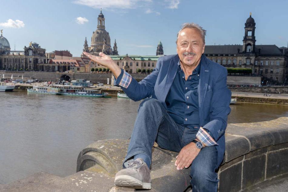 Wolfgang Stumph posiert vor der Silhouette seines geliebten Dresdens.