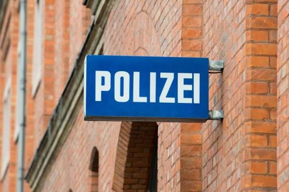 Die betrunkene Frau parkte ihr Auto direkt vor der Polizeiwache. (Symbolbild)