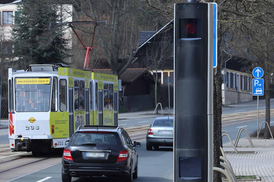 """Die Plauener Blitzer lösten im Vorjahr fast 59 000-mal aus. Nur an die """"alten"""" Starenkästen wie hier in der Pausaer Straße haben sich die Autofahrer gewöhnt."""