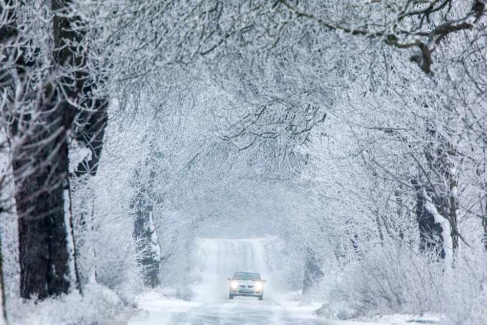 Mit dem Frost kann es auch zu glatten Straßen kommen.