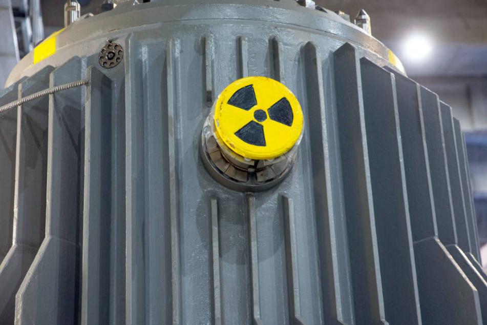 In Transportbehältern werden die abgebrannten Brennelemente nach NRW gebracht. (Symbolbild)