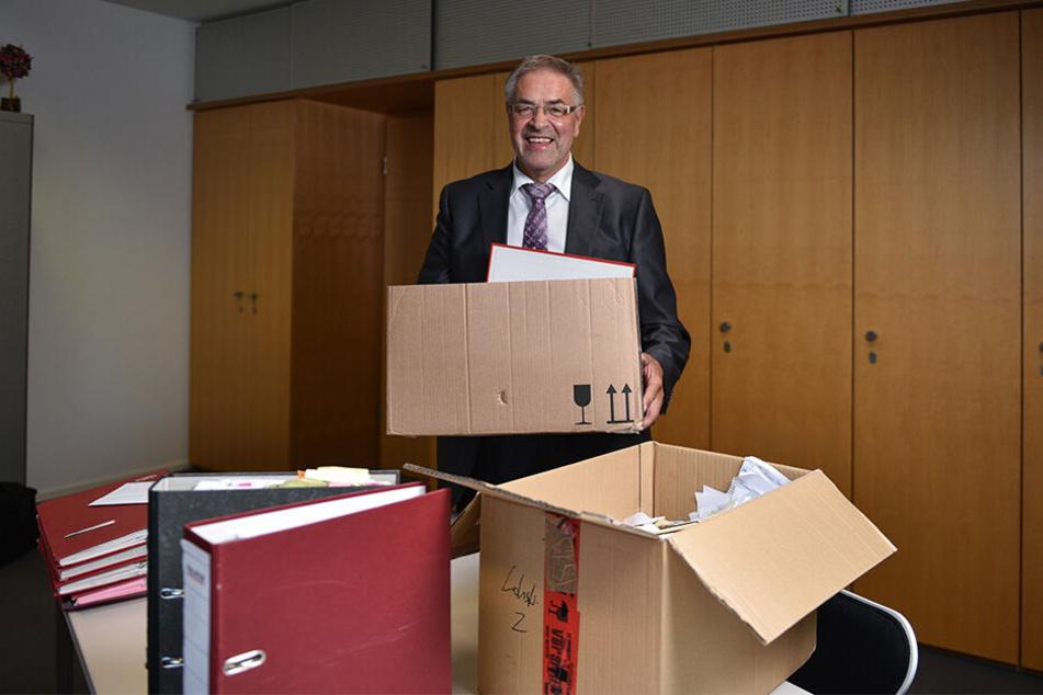 Nach fast 30 Jahren muss der Politiker Kisten packen. Bartl will weiter als Anwalt arbeiten - und macht künftig Politik im Chemnitzer Stadtrat.