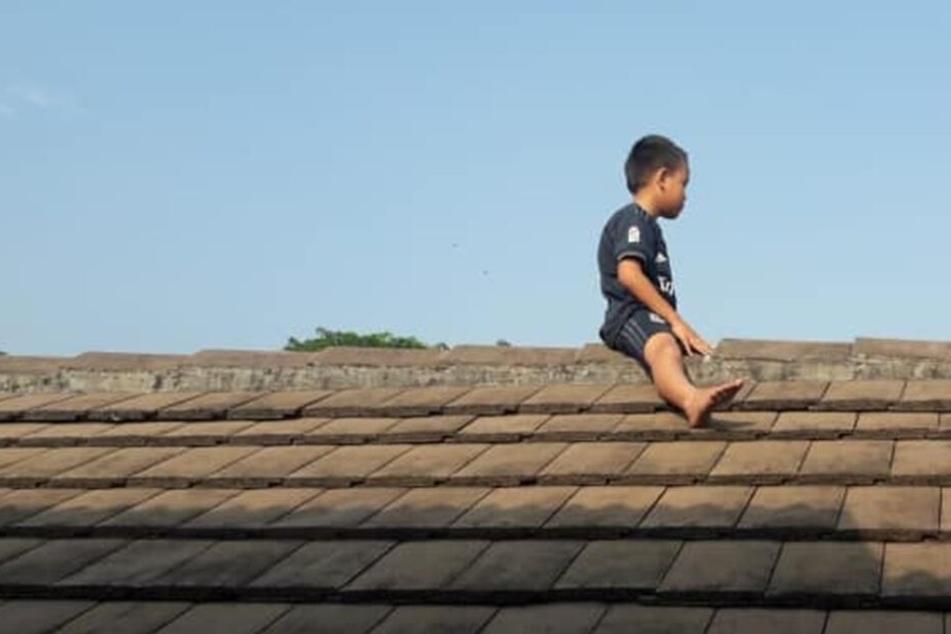Der kleine Junge saß geschlagene zwei Stunden auf dem Dach der Klinik.