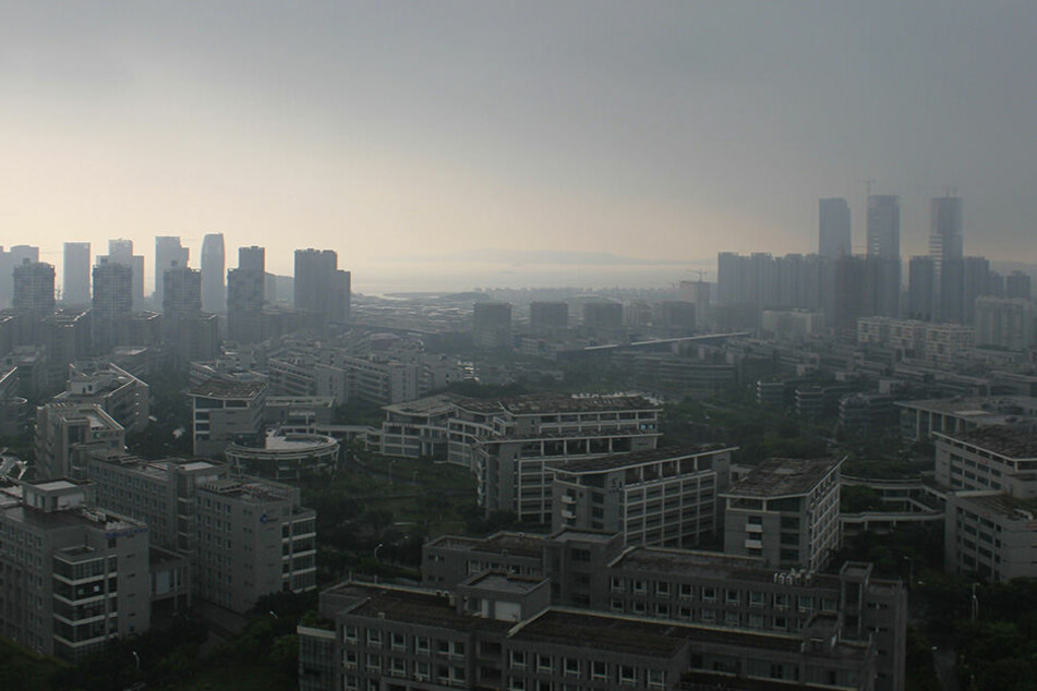 Mit heftigen Böen traf der zweite Taifun des Jahres am Montagabend die südchinesische Küste.