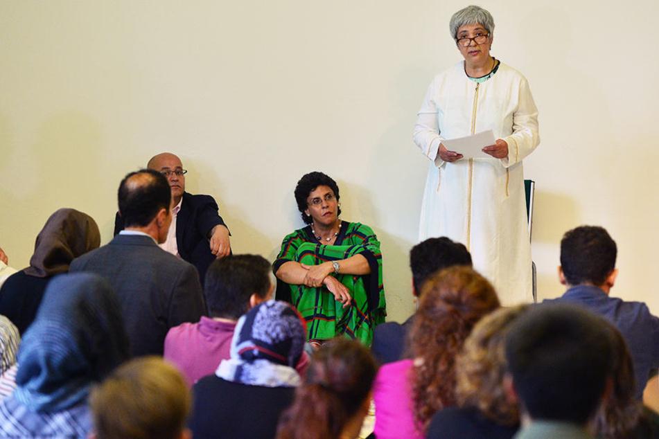 Seyran Ates eröffnete im Juni eine liberale Moschee in Berlin. In der Moschee beten und predigen Frauen und Männer gleichberechtigt.