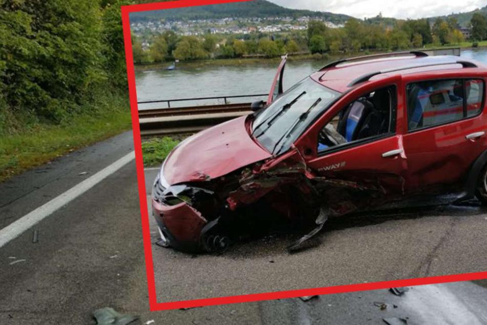 Die am Unfall beteiligten Autos mussten alle abgeschleppt werden.