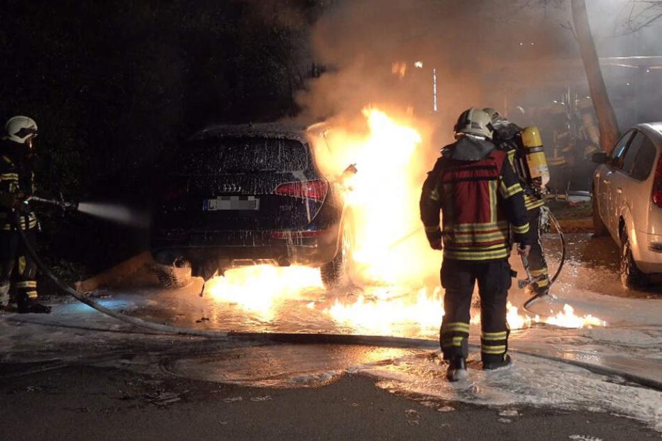 Kurz danach brach an einem Audi ein Feuer aus.