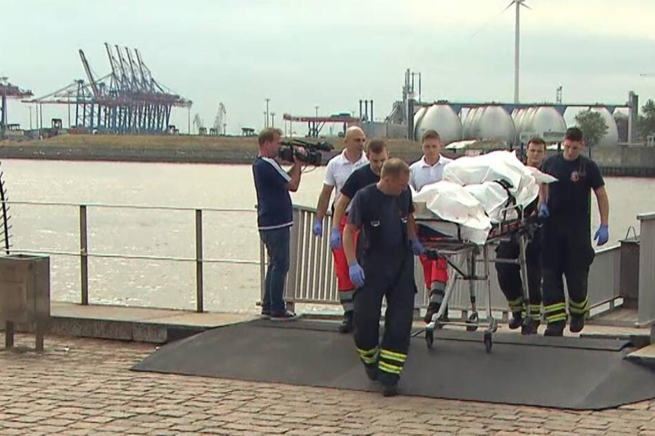 Rettungskräfte bargen die Leiche aus der Elbe.