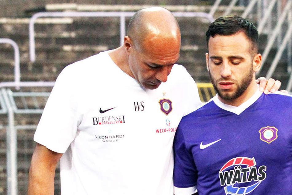 Calogero Rizzuto (r.) nach seiner  Auswechslung im Spiel gegen Braunschweig mit Fitnesscoach Werner Schoupa. Gegen Union Berlin könnte er sein Comeback feiern.