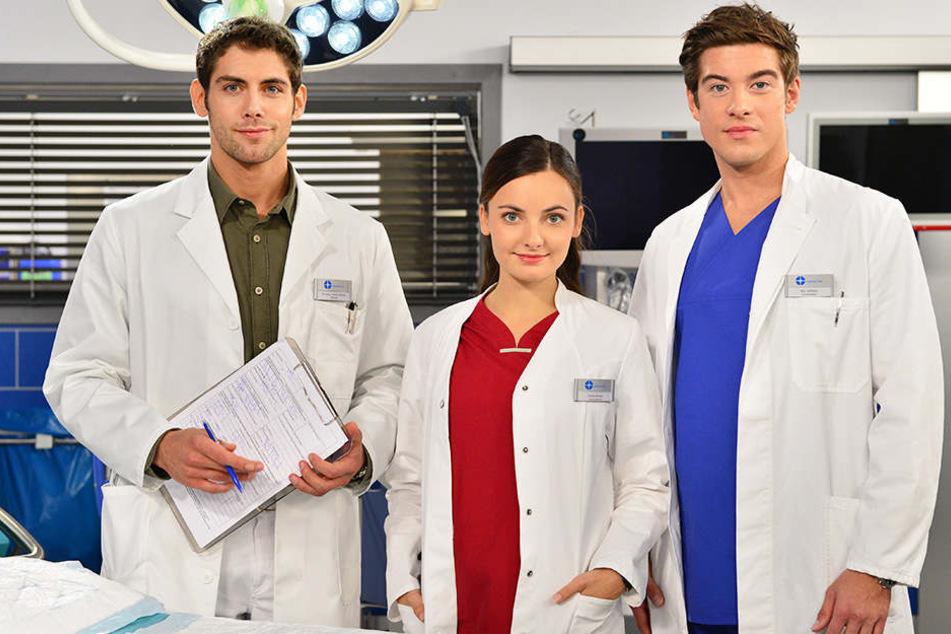 """Normalerweise kennt man Philipp Danne (rechts) aus der Serie: """"In aller Freundschaft - Die jungen Ärzte""""."""