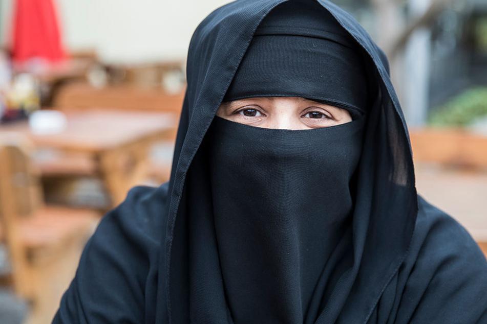 Berlin: Frau reißt Muslimin die Burka vom Kopf