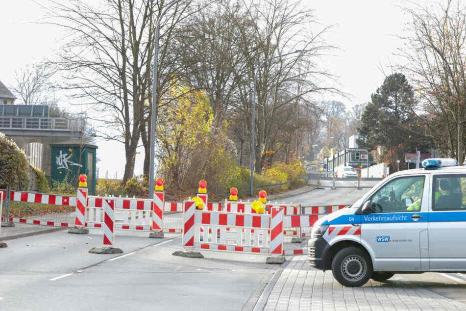Die Straße wurde vorsichtshalber gesperrt.