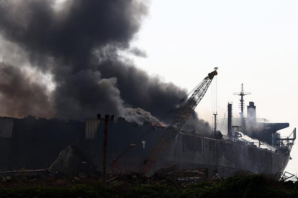 In Pakistan brennt ein Schrott-Tanker. Mindestens 18 Menschen sind durchs Feuer gestorben.